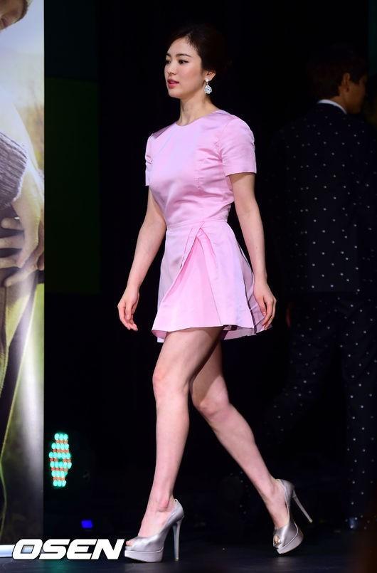 Bi quyet mix do giau doi chan ngan cua Song Hye Kyo hinh anh 7