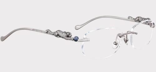Cartier Panthere Glasses $159,000 Có khung làm từ vàng trắng 18k, đính 561 viên kim cương và 645 viên đá sapphires màu xanh dương.