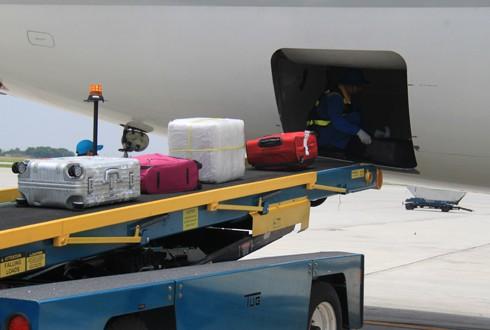 Nhân viên bốc xếp trộm iPad của hành khách ở sân bay Nội Bài
