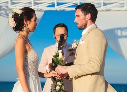 Bộ váy cưới của cô dâu sexy nhất Việt Nam