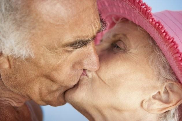 Cụ bà U70 kể chuyện người già sex ở bệnh viện, nhà dưỡng lão