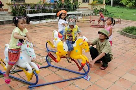 Học sinh vui chơi tại điểm trường trung tâm Trường mầm non xã Quỳnh Tân, huyện Quỳnh Lưu, Nghệ An. Ảnh: Tuổi trẻ