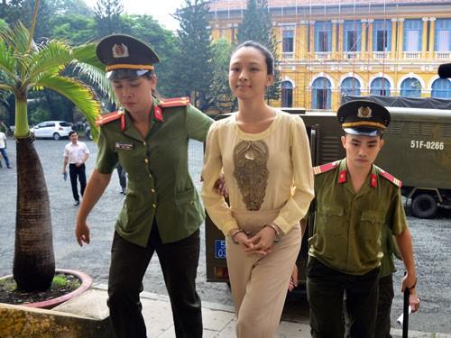 hoa hậu Phương Nga, lừa đảo, Tòa án