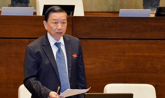 Bộ trưởng Tô Lâm hứa sẽ cân nhắc quy định về thẩm quyền nổ súng