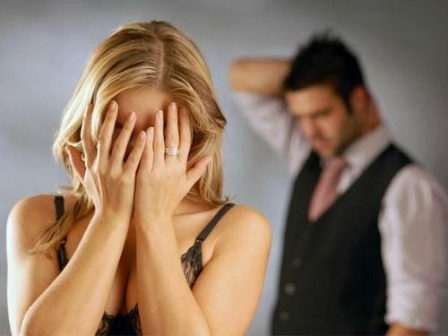 Ly hôn vợ lương 5 triệu tiêu 50 triệu, không chịu đẻ con vì sợ xấu