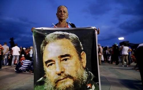 Lễ tưởng niệm lãnh tụ Fidel Castro tại Santiago de Cuba ảnh 9