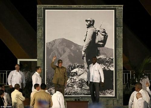 Lễ tưởng niệm lãnh tụ Fidel Castro tại Santiago de Cuba ảnh 4