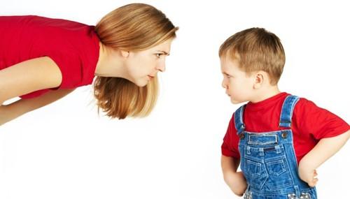 Hận mẹ vì ấu thơ nhung lụa