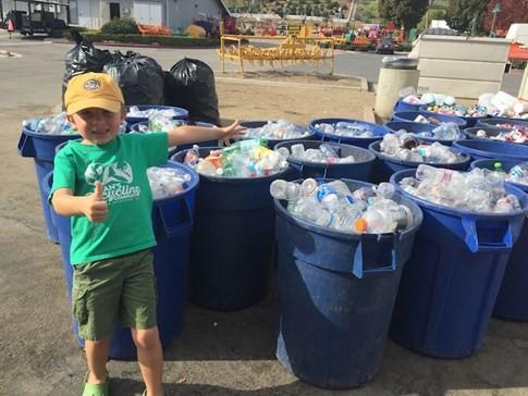 Nhóc tì 7 tuổi làm giàu từ thu gom ve chai để bảo vệ môi trường 1
