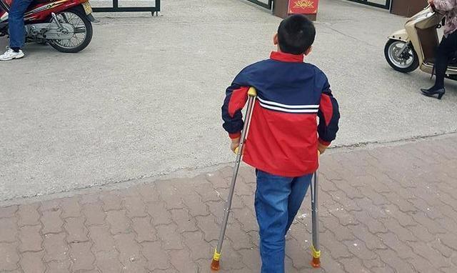 Học sinh bị gãy chân ở trường Nam Trung Yên bị tổn hại tới 32% sức khỏe