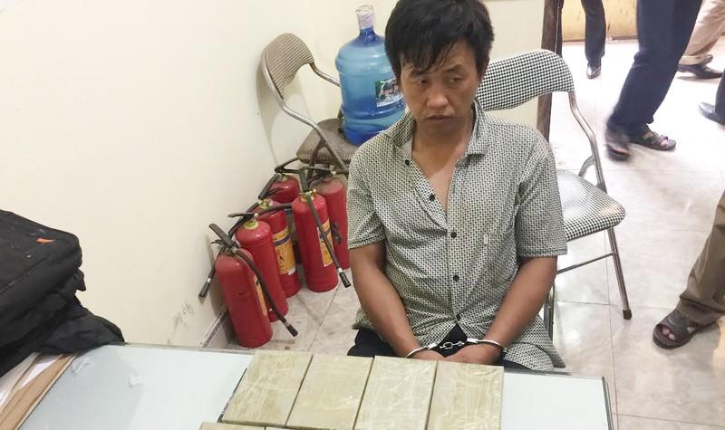Lực lượng hải quan bắt đối tượng vận chuyển ma túy