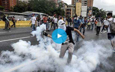 Biểu tình, bạo động khiến hàng chục người thiệt mạng ở Venezuela