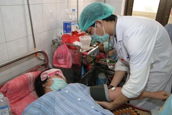 Điều trị cho bệnh nhân sốt xuất huyết tại Bệnh viện Nhiệt đới T.Ư.