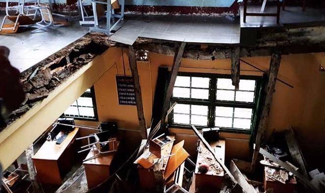 Sập sàn nhà phòng học, 10 học sinh lớp 6 bị chấn thương