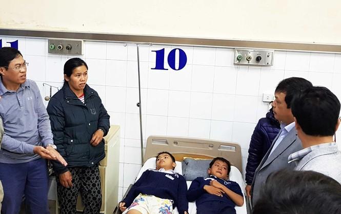 Sập sàn nhà phòng học, 10 học sinh lớp 6 bị chấn thương - ảnh 2