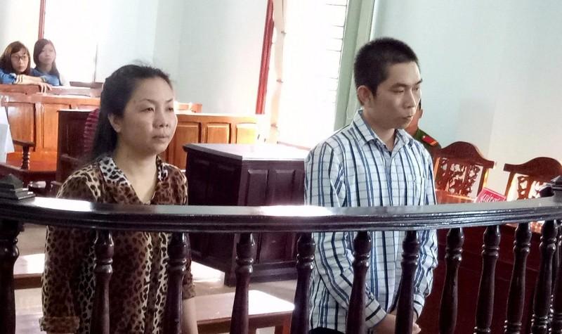 Hai bị cáo tại phiên tòa xét xử
