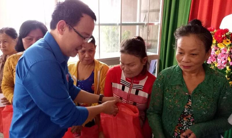 Đoàn Thanh niên Bộ Tư pháp tuyên truyền, tư vấn pháp luật ở Hậu Giang