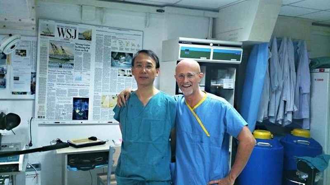 Bác sĩ Trung Quốc Ren Xiaoping và bác sĩ Ý Sergio Canavero là hai người đứng đằng sau ca phẫu thuật ghép đầu người trên xác chết hồi giữa tháng 11