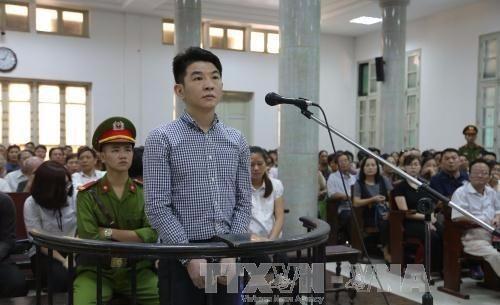 Bị cáo Hsu Minh Jung trước vành móng ngựa - ảnh TTXVN