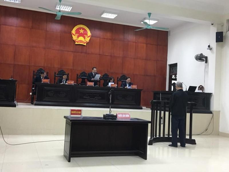 Tòa tuyên án bị cáo Vũ Xuân Viên 13 năm tù giam.  (Ảnh Nguyễn Thúy)