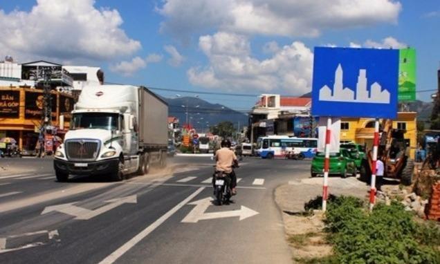 Đường trong khu vực đông dân cư có phải cắm biển báo?