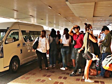 Cháy một sân bay quốc tế Thái Lan, cả ngàn hành khách hoảng loạn - ảnh 1