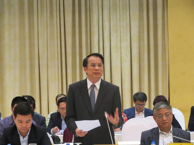 Thứ trưởng Bộ Giáo dục và Đào tạo trả lời tại buổi họp báo