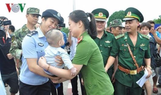 Cứu bé trai bị lừa bán sang Trung Quốc