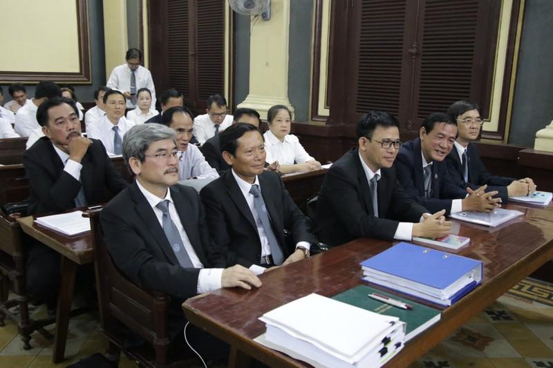 Các luật sư tham gia bảo vệ quyền lợi cho Công ty Phương Trang