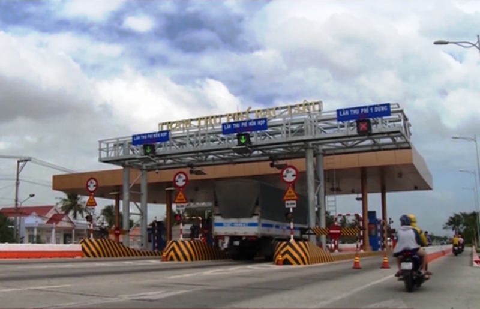 Trạm thu phí trên QL 1 (huyện Vĩnh Lợi, Bạc Liêu), nơi cơ quan chức năng kiểm tra camera, thấy xe ô tô của đại úy N. chạy qua trạm vào rạng sáng 20/6.