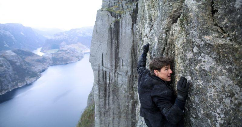 2000 khán giả leo núi đá cao xem phim bom tấn do Tom Cruise đóng