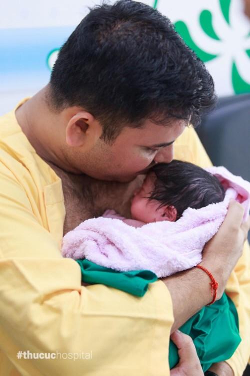 Lợi ích khi bé được kề da với bố và mẹ sau sinh - page 2 - 1