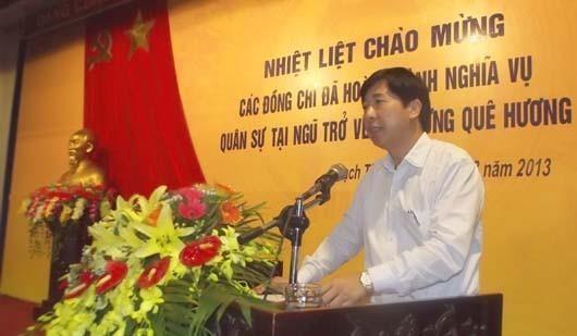 Ông Kiều Hoàng Tuấn, Phó Chủ tịch UBND huyện Thạch Thất ký văn bản trả lời dân có nội dung sai sự thật. Ảnh TL