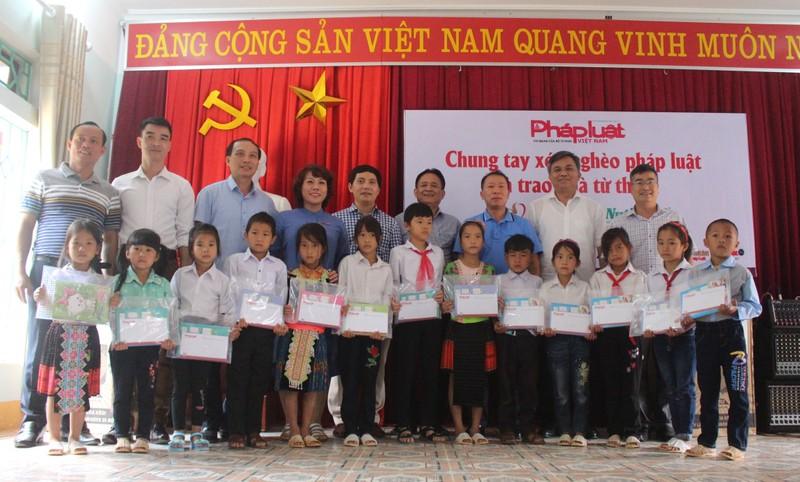 """Đoàn công tác báo PLVN thực hiện chương trình """"Chung tay xóa nghèo pháp luật khu vực biên giới, biển đảo"""" tại Điện Biên"""