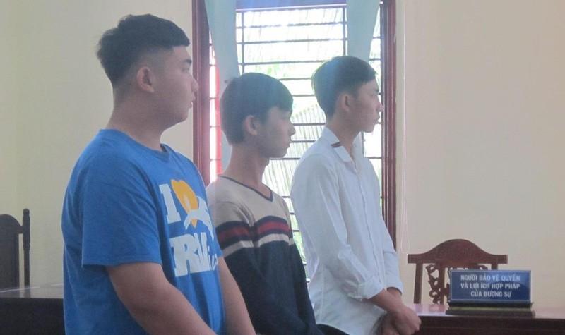 Các bị cáo có mặt tại phiên tòa ngày 31/10.