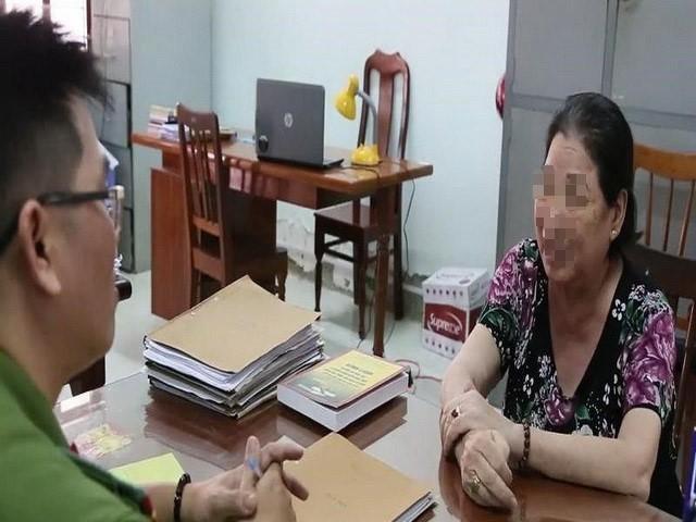 Bà V.T.L làm việc với Cơ quan CSĐT Công an TP.Phan Rang - Tháp Chàm (Ninh Thuận)
