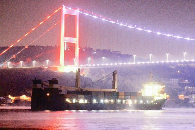 Tàu Hải quân Nga chở đầy vũ khí hướng về cảng Syria