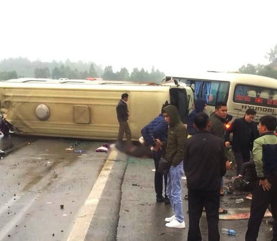 2 xe khách tông nhau trên cao tốc Nội Bài-Lào Cai, nhiều hành khách bị thương - Ảnh 6.