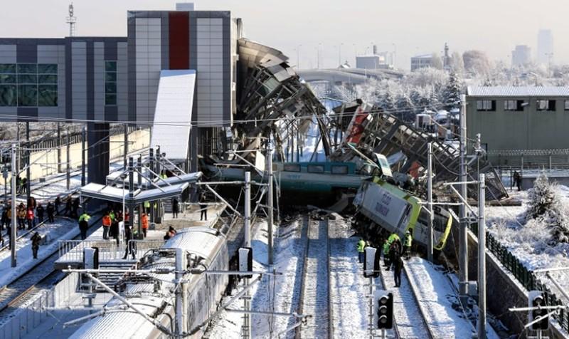 Tai nạn tàu cao tốc, hàng chục người thương vong