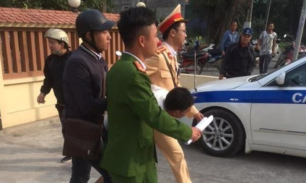 Cảnh sát giao thông giải cứu người phụ nữ bị cướp khống chế