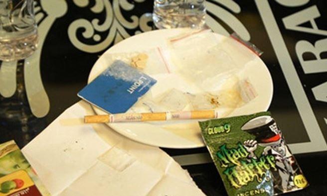 Cô giáo tiểu học là người đưa ma túy vào phòng karaoke thác loạn tập thể