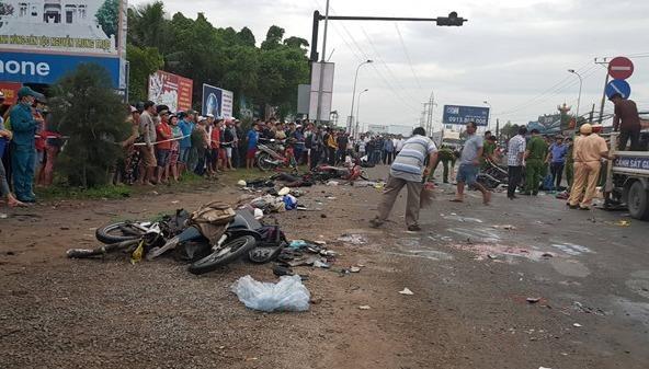 Khởi tố vụ án, tạm giữ tài xế lái xe container gây tai nạn kinh hoàng ở Bến Lức - Long An