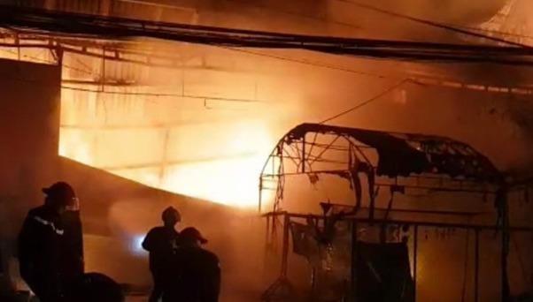 4 người thoát chết sau vụ hỏa hoạn thiêu rụi cửa hàng