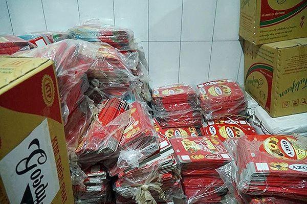 'Mục kích' cơ sở sản xuất bánh kẹo bẩn ở Hà Nội ngày cận Tết - ảnh 6