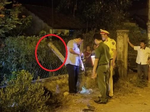 Xe máy nát vụn, thi thể thanh niên bay qua hàng rào cao 2m - Ảnh 3.