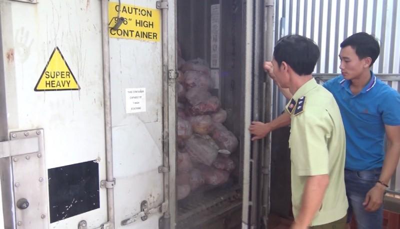 Phát hiện lượng lớn thịt nhiễm dịch tả lợn Châu Phi tại cơ sở sản xuất giò chả