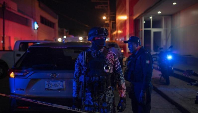 Cảnh sát Mexico có mặt tại hiện trường vụ việc. Ảnh: AP