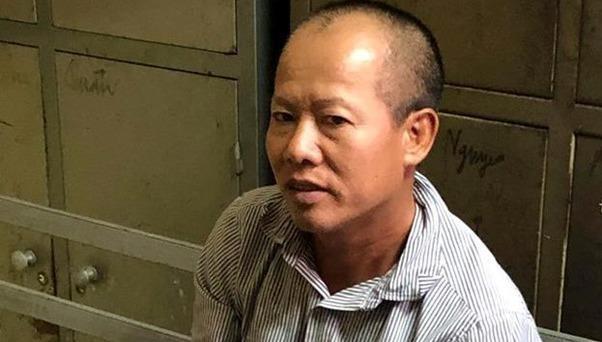 Nguyễn Văn Đông vào nhà bình tĩnh uống nước sau khi gây án. Ảnh:Nguyên Vũ.