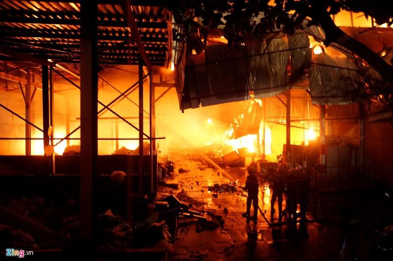 Sau vụ cháy Công ty Rạng Đông: Nhiều tranh cãi về nồng độ thủy ngân