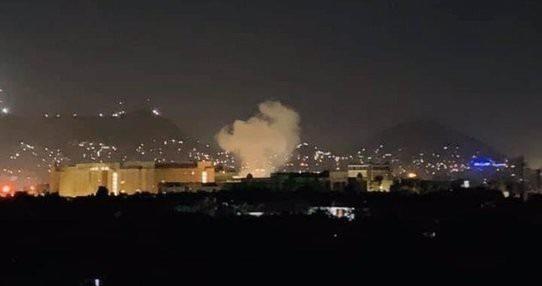 Hình ảnh cột khói gần Đại sứ quán Mỹ ở Kabul thủ đô của Afghanistan.